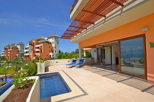Large ocean view condo in Punta Esmeralda
