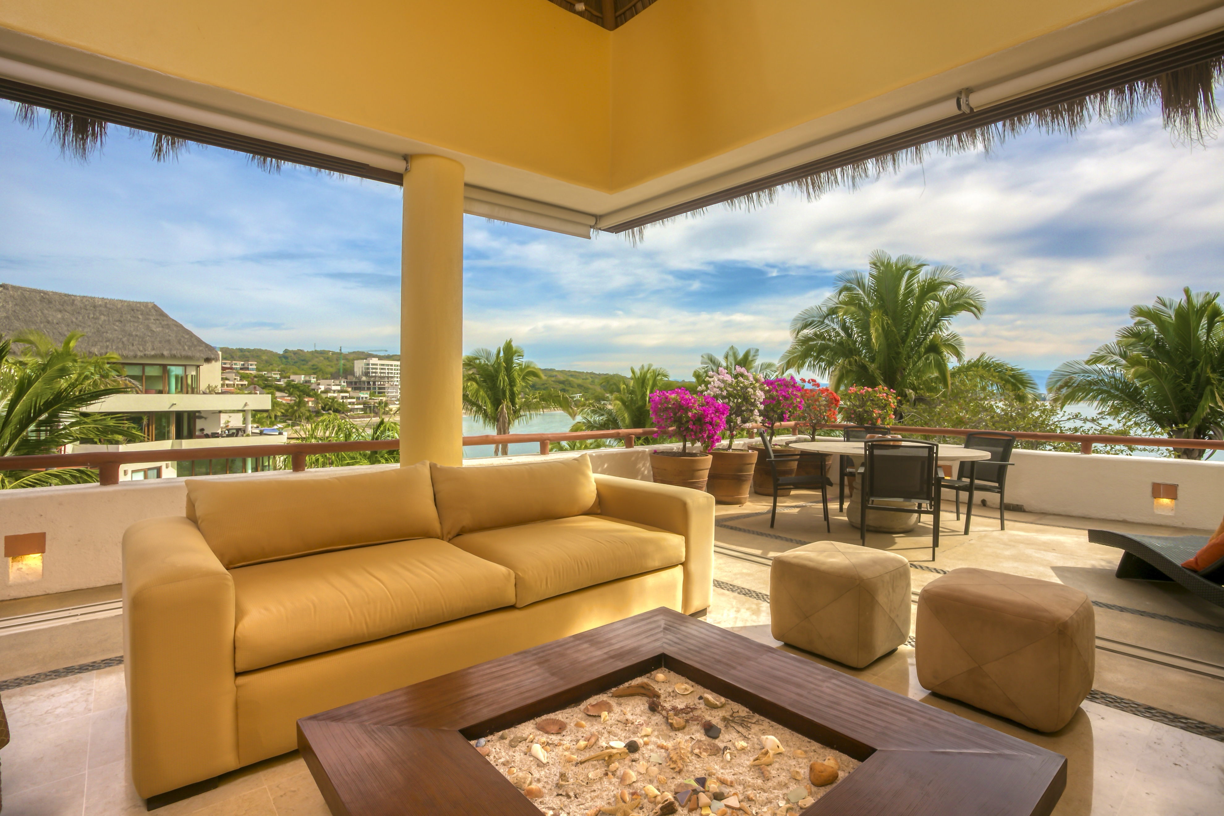 Beach Front Penthouse in Punta Esmeralda-Cabo 4